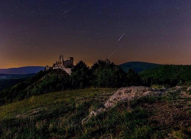 Po zatmení Mesiaca prichádza najčarovnejšia noc roka. Pripravte sa na viac ako 70 padajúcich hviezd za hodinu!